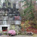 partizanski spomenik ob gozdni cesti na slivnico