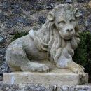 okoli gradu je nekaj zanimivih kipov