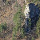 skalni monolit pod krempo