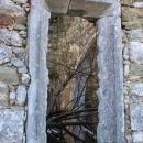 presenečena, razen na kočevskem še nisem videla cerkve v ruševinah?!