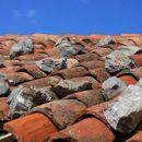 streha je obtežena