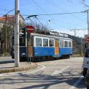 tramvaj, ki vozi iz opčin v trst in nazaj