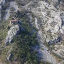 cerkev marije na pečah na drugi strani doline glinščice