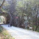na trasi nekdanje železniške proge