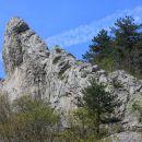zanimiv skalni greben nad glinščico
