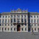 Lloydova palača na Velikem trgu, danes sedež dežele Furlanije-Julijske krajine.