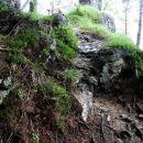 skalnati del poti na vrh kopitnika