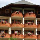 cvetoči balkoni enega od hotelov v bkk