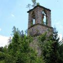 nekdanja markantna cerkev nad vasjo pa v zadnjih zdihljajih...