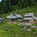 planina viševnik z bregarjevim zavetiščem v nekdanji sirarni