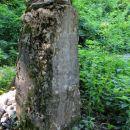 ob poti opaziva skoraj 300 let star pomnik tragičnega dogodka...