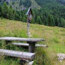 počivališče z razpelom na planini krni dol