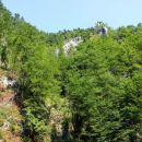 skalovje nad izvirom