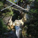 kovinski most nad sotesko