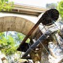krožne stopnice in galerija pod cesto