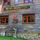 pestra fasada planinskega doma