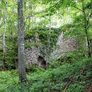 obsežne ruševine gradu šteberk...
