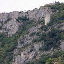 približan pogled na podpeč s stražnim stolpom, iz hrastovelj