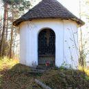 kapelica v bližini cerkve