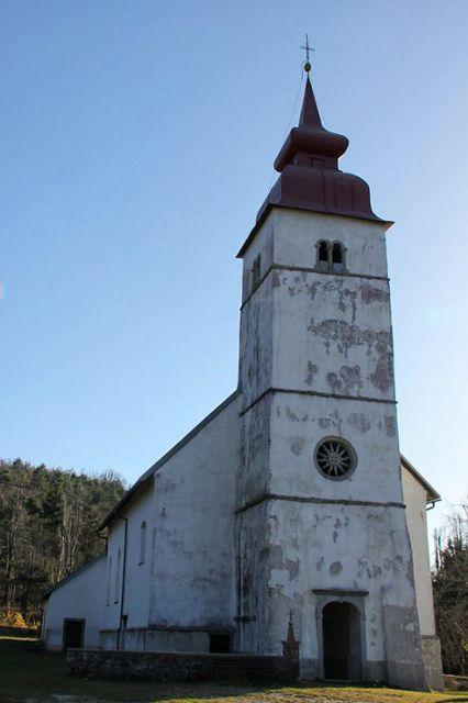 Cerkev od spredaj