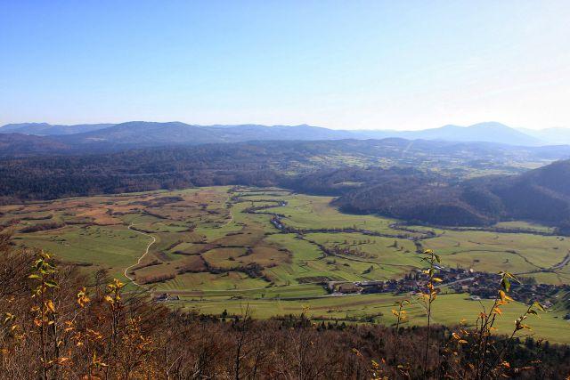 Planinsko polje s krajem planina