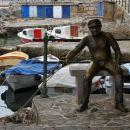 ribič v pristanišču