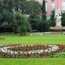 cvetoči opatijski parki v pozni jeseni
