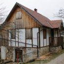 obnovljena kostelska hiša v podstenah