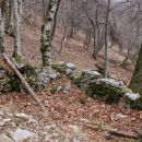 ostanki nekdanjih zidanic na pobočjih zdihovskega hriba nad g. žago...