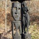 lesene skulpture ob poti vače -klenik