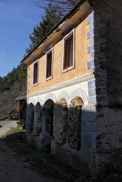 Zanimiva stara hiša v vovšah