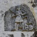 zanimiv relief nad vhodnim portalom