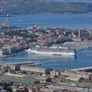 velika ladja v tržaškem pristanišču