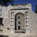 portal v mestu Cres