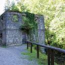 ob rečici Kamačnik so ostanki verjetno nekdanje utrdbe?