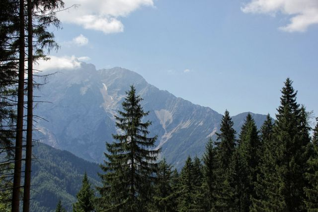 Razgledi proti goram nad češko kočo...