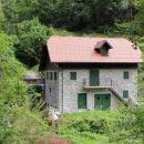 hiša na slovenski strani čabranke