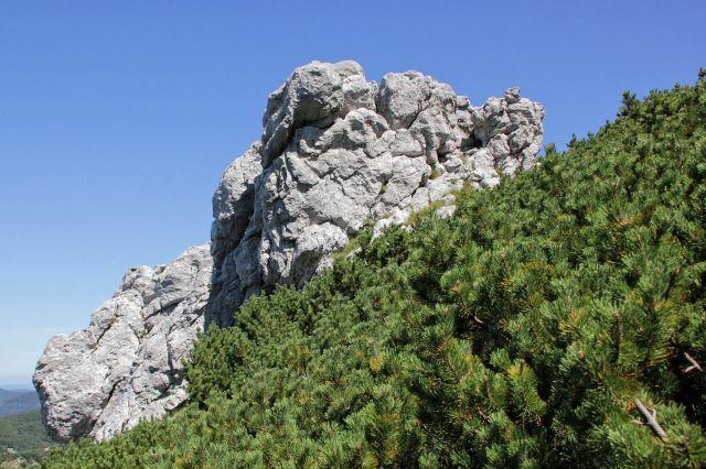 Zanimive skalne oblike pod vršnim delom snježnika...