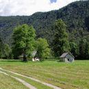 hoja po dolini Voje, mimo počitniških hišic in pastirskih stanov...