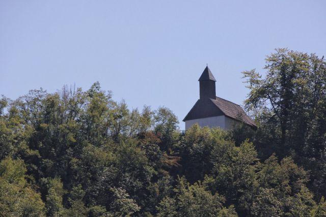 Pogled s hrvaške strani na Sv. Ano pri Srebotniku