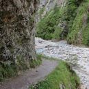 slikovita steza skozi sotesko potoka Martuljka...