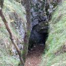 rov, bunker, vhod v podzemno jamo?
