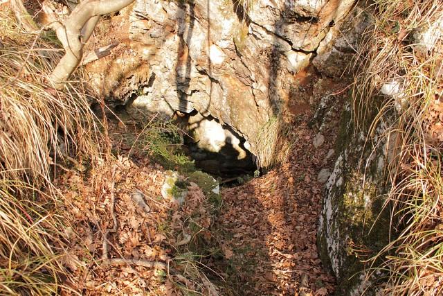Eden od strašljivih vhodov v grofovo jamo