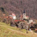 središče soteske s cerkvijo
