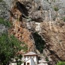 Izredno močan kraški izvir reke Bune in skrivnostna Derviševa hiša