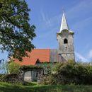 do cerkve sv. petra in pavla na drugem koncu vasi