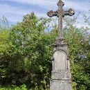 ostanki kočevarskega pokopališča ob cerkvi...