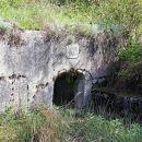 obzidan izvir nad zajezenim bajerjem