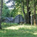 ruševine cerkve v nekdanji kočevarski vasi Pugled