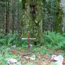 marin grob ob gozdni cesti